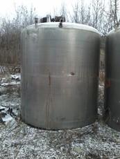 резервуар з мішуючим пристроєм