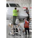 В сборочном цеху авиационного завода используется лестница с платформой VIRASTAR EP3