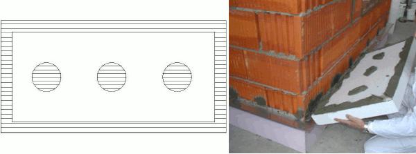 Нанесення клею на теплоізоляційну плиту з пінопласту