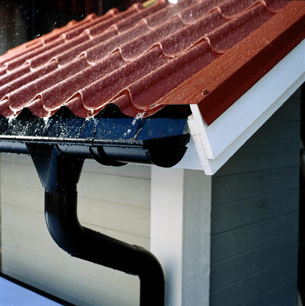 Повна інструкція: як правильно вибрати, спроектувати і встановити водостік
