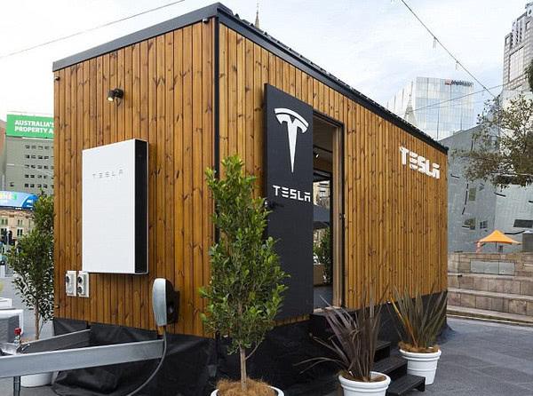 Tesla вчить енергоефективності на прикладі «крихітного будиночка»