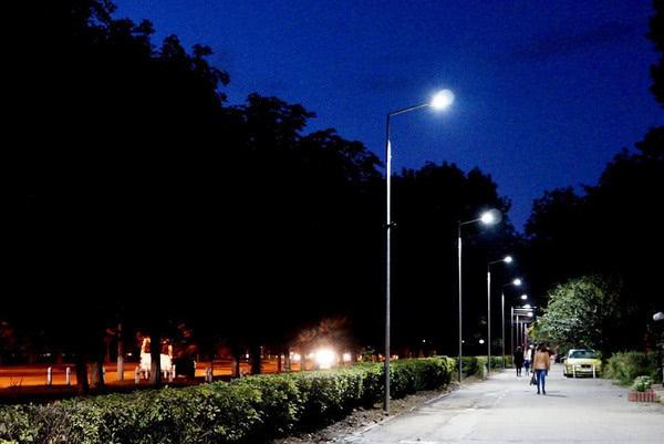 У Вінниці з'явилась алея з «розумним» освітленням