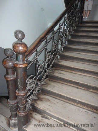 Завершено оновлення сходів старовинного будинку у Львові