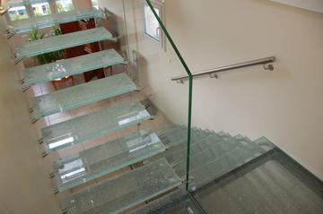 Розширено асортимент обробки скляних сходів