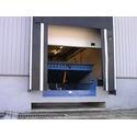 Вирівнювальна платформа та герметизатор проєму